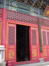 进入寺院殿堂先跨哪一只脚你知道吗?