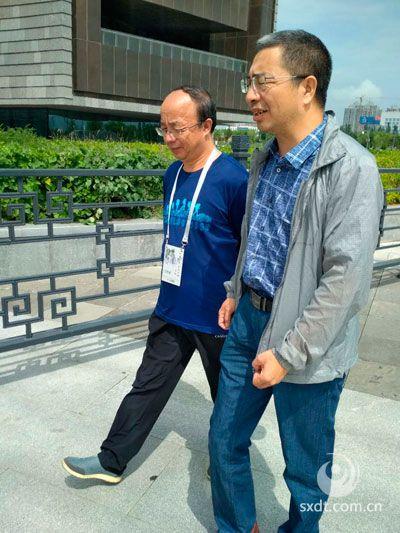 大同大学学报主编刘永文主编与尚永琪探讨学术问题