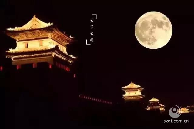 城墙上的月亮,高高在上!
