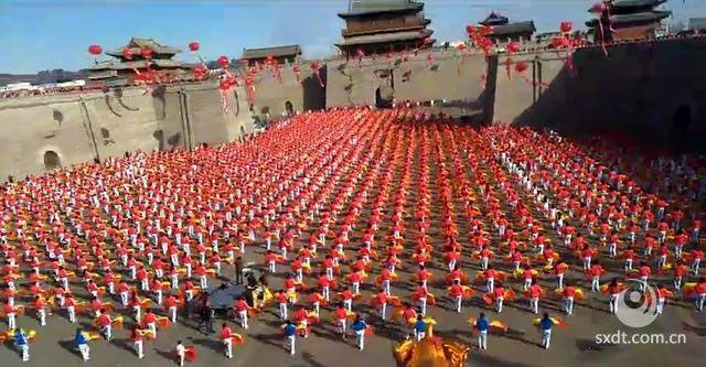 """中国・大同20125人排舞《舞动中国》创造""""世界最大规模排舞""""世界纪录"""