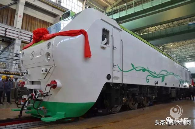 国内首台永磁直驱电力机车在中车大同公司下线