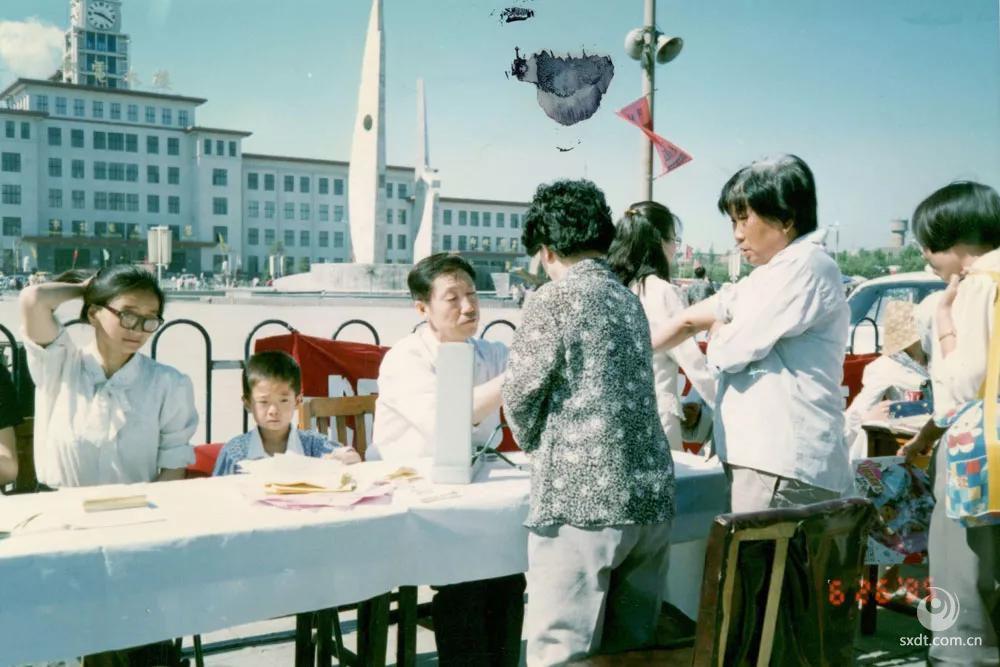 党员同志进行奉献日活动