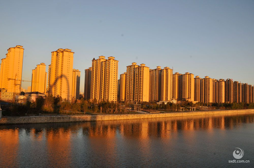 御河边新建的城市安置区 彭乃栋摄