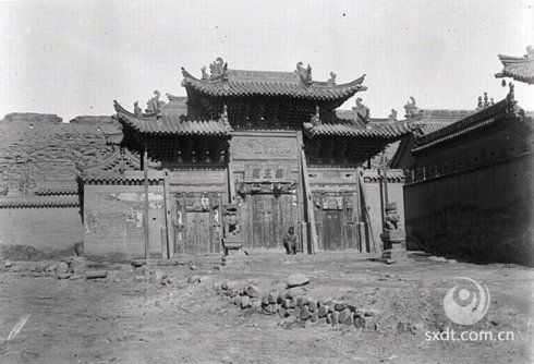 大同府药王庙,早已在战乱中毁坏,还好有照片可供我们后代人欣赏。