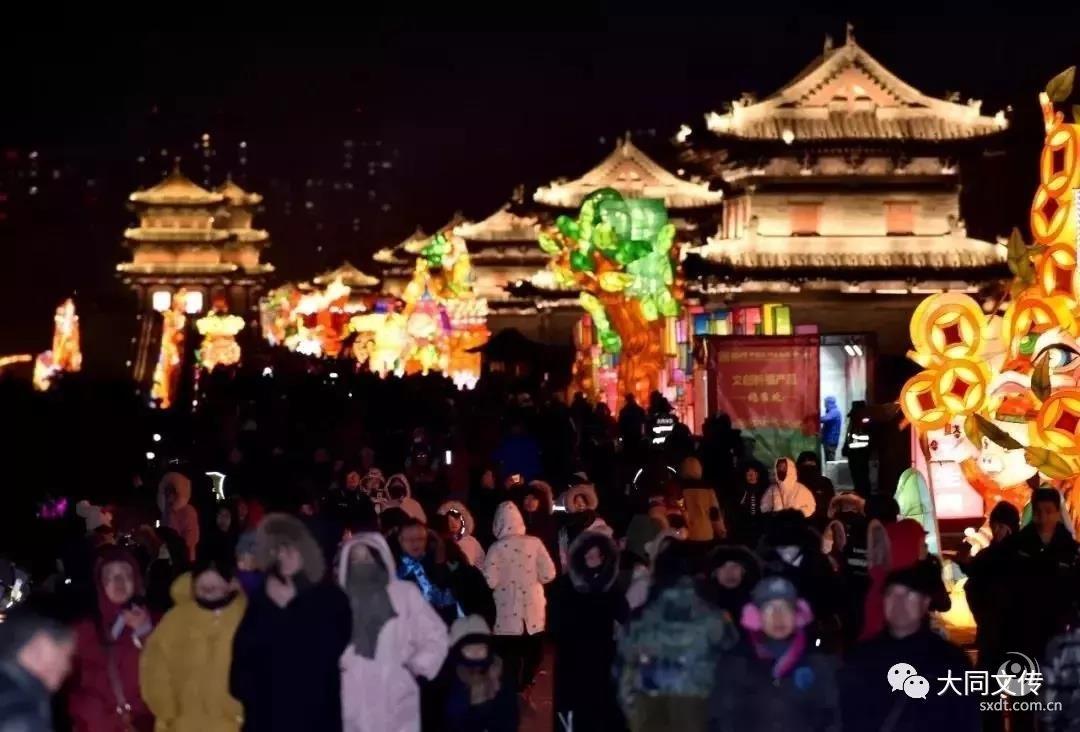 首个高峰日!大年初一,近2万人在大同古城观灯赏景
